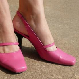 From Blah Navy to Too Cute Pink Pumps! Happy Shoesday, Y'all!