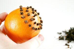 A Citrus Christmas - a Duo of Orange DIYs - Pomanders