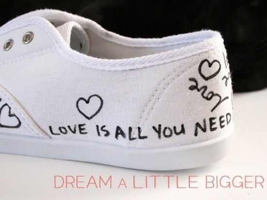 See how to make these cute tennies from dream a little bigger. I love these sneakers!