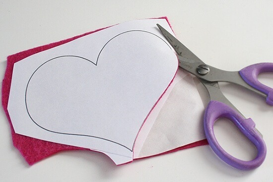 How to perfectly cut acrylic felt. A helpful tutorial at Dream a Little Bigger.