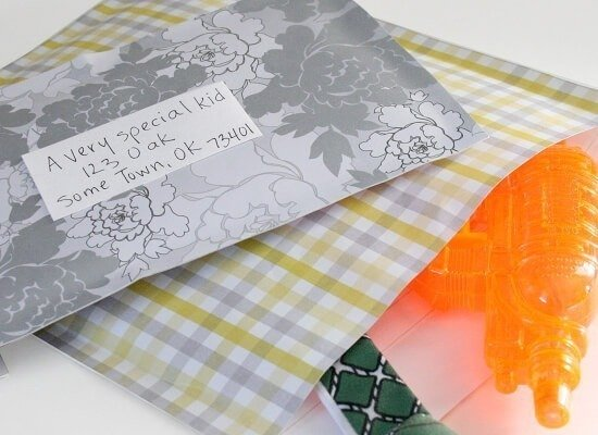Make padded envelopes in any color you please with scrapbooking paper. DIY thru Dream a Little Bigger
