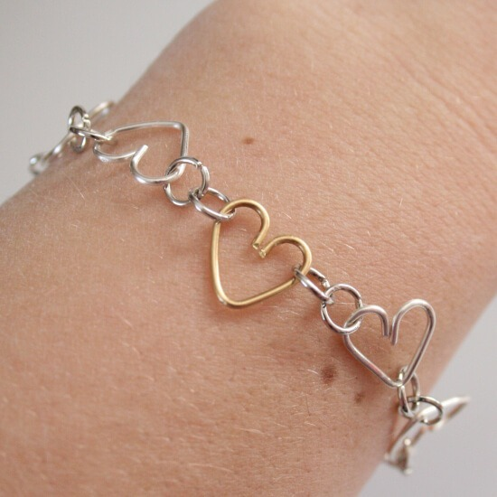 Make a heart link bracelet using only jewelry wire. Tutorial at Dream a Little Bigger.