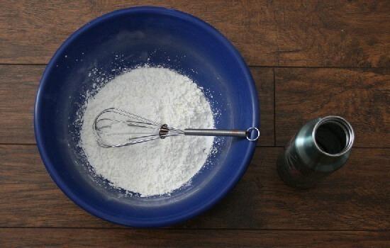 How to make a pinata + gluten free paper mache paste recipe at Dreama Little Bigger
