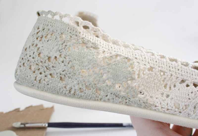 Glitzy gold crochet flats tutorial at Dream a Little Bigger
