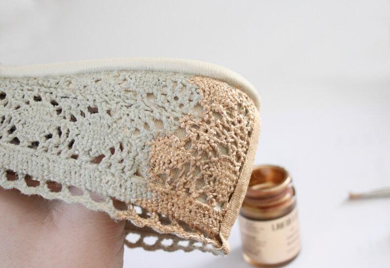 Glitzy gold crochet flats tutorial at Dream a Little Bigger