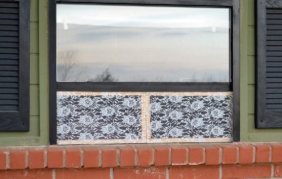 Make folding lace window screens to keep out bugs and let outside in at Dream a Little Bigger.