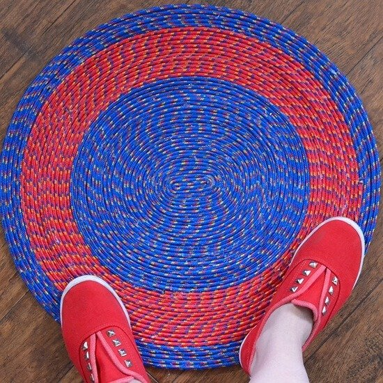 Make an easy and colorful poly rope rug with Dream a Little Bigger