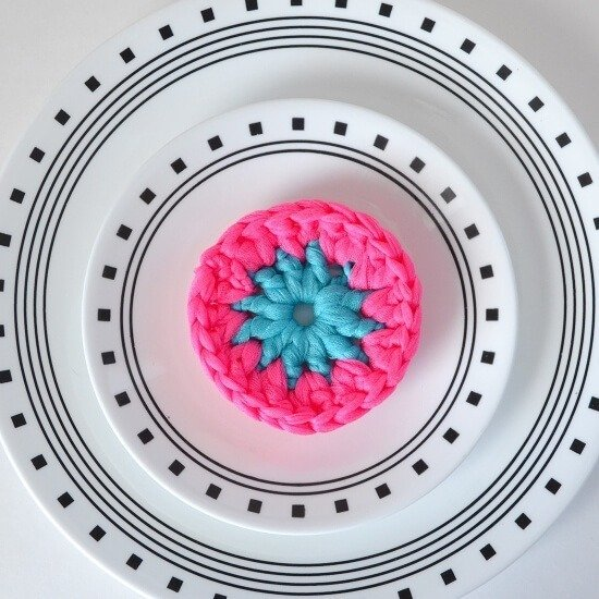 Kitchen Crochet Patterns featured by top US crochet blog, Flamingo Toes: Neon Crochet Pot Scrubbers Tutorial