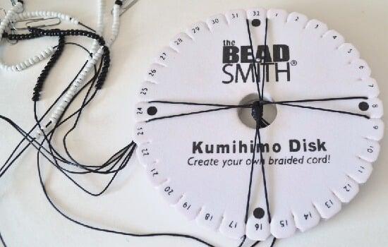 So pretty! Beaded Kumihimo tutorial.