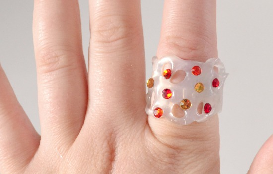 Make jewelry out of hot glue. This is awesome!