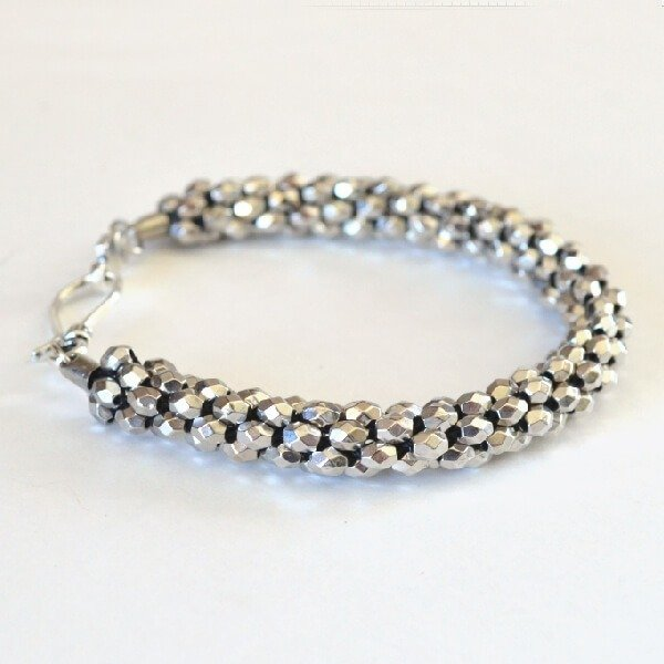 WIth kumihimo this gorgeous beaded bracelet is so easy to make!