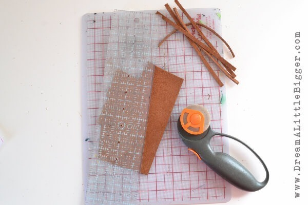 001-leather-tassel-keychain-dreamalittlebigger