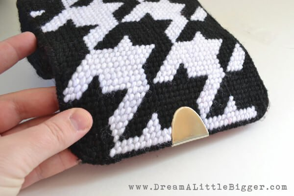 007-plastic-canvas-purse-dreamalittlebigger