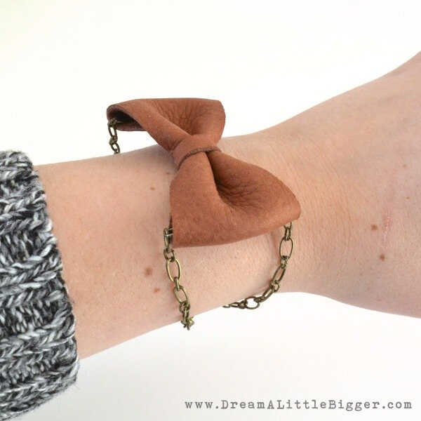 This bracelet is gorgeous and super easy to make. Easy enough for beginners!
