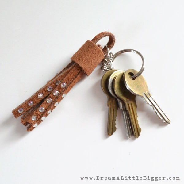 Simple tassel key chain that mixes suede and rhinestones!