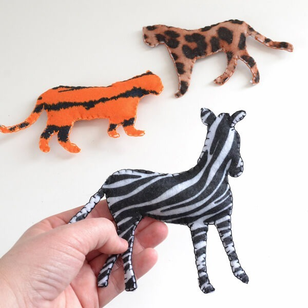 006-safari-catnip-toys-dreamalittlebigger