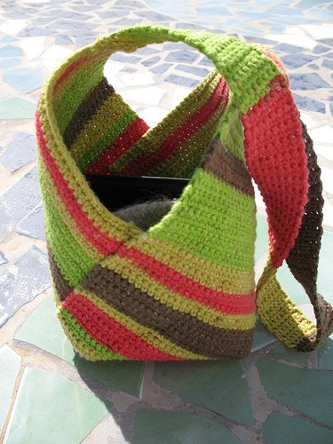 Beach Bag Crochet : crochet bag pattern and broomstick crochet tutorial from about ...