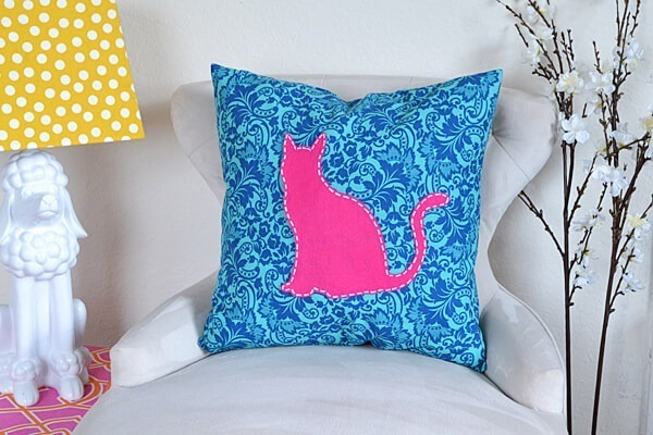These too cute feline and bird no sew appliques are applied to pillows for some super cute decor!