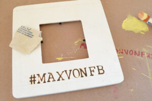 Display your best pics in these DIY Instagram photo frames with hashtags!
