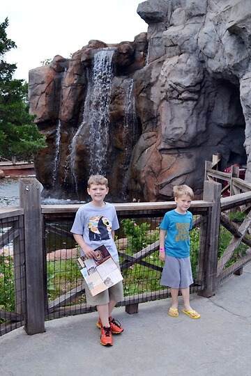 boys-turnerfalls-zoo
