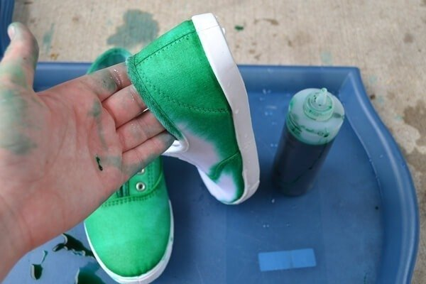 These neat dyed sneakers may have been an accident, but they're crazy awesome looking anyway. Tutorial to make your own!!!