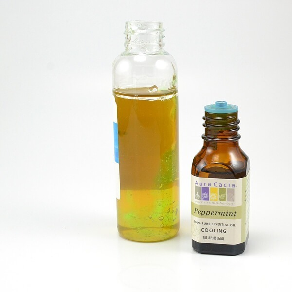Super easy recipe for a COOLING green tea mist (green tea is GREAT for the skin!)