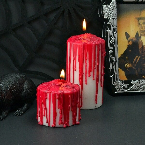 Make bloody candles for Halloween. Spooky and hauntingly simple!