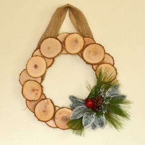 Simple Wood Slice Wreath for Winter