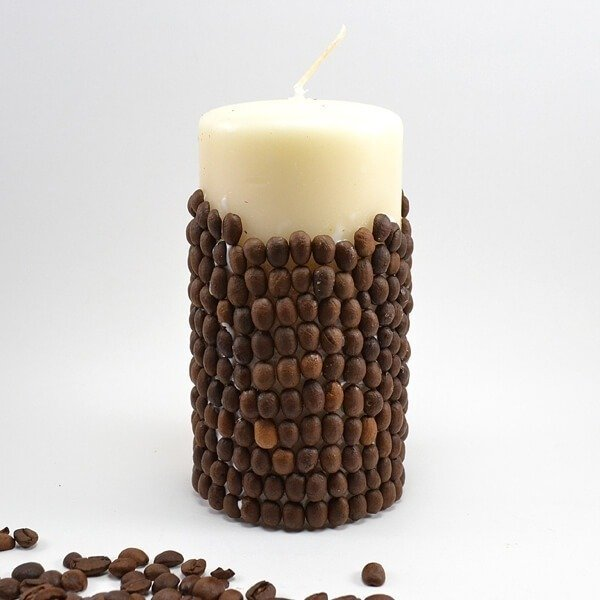 These DIY Vanilla Coffee Bean candlles are quick, simple and inexpensive to knock out. AND they smell amazing!