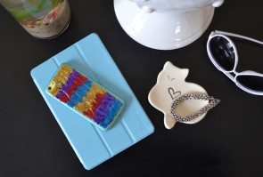 DIY Glitter Cell Phone Cases - So quick and easy!
