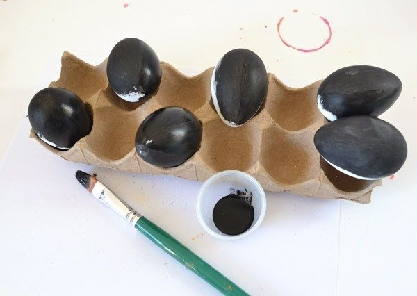 how to make black eggs