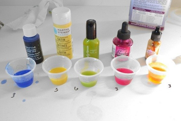 See the results of dyeing resin with different things you might already have at home. Cool!