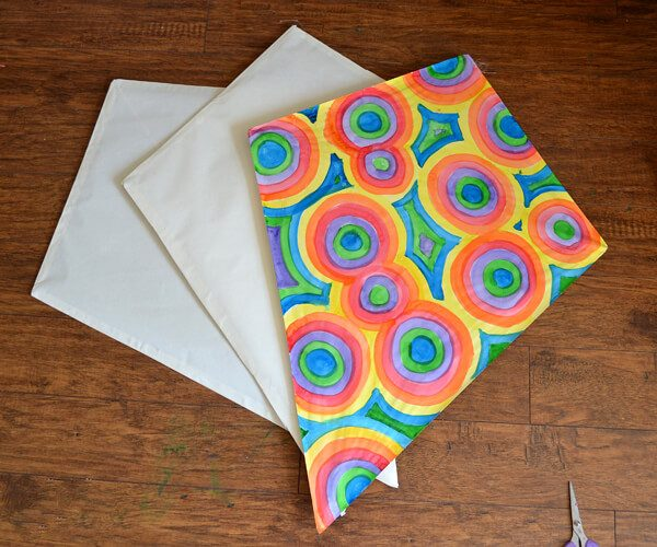 Making homemade paper kites isn't that hard and it's so fun for the kids! Make the kites for the littler ones to just decorate.