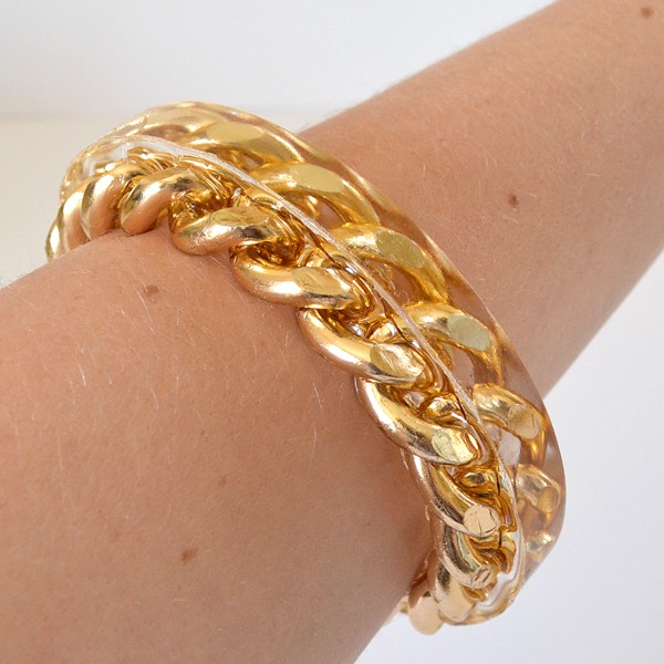 Clear resin and chain make the prettiest DIY bracelets. Looks high fashion!