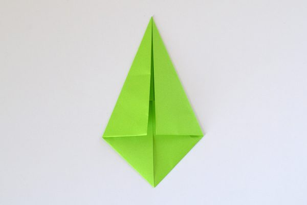 Even beginner folders can make these gorgeous 16 point origami stars. Love the rainbow!