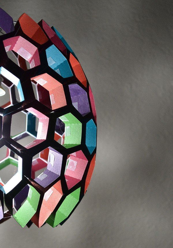 Strips of paper become a lampshade made of hexagons! (tutorial)