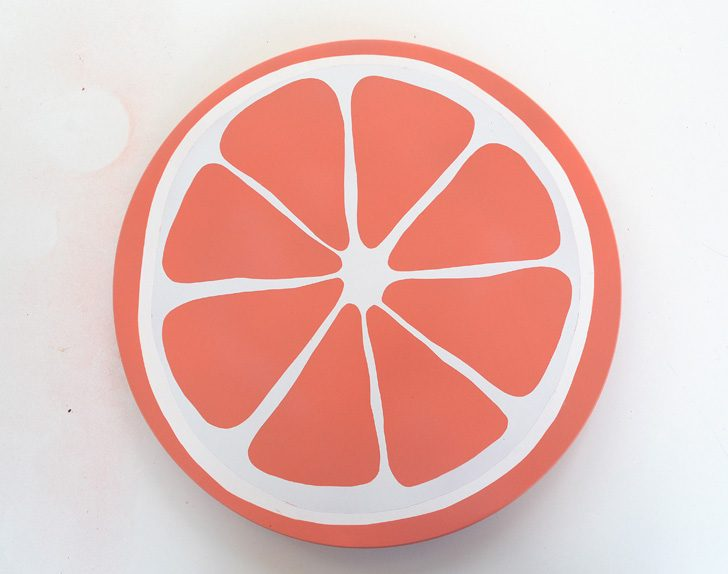 How cute is this grapefruit stand?! Love this tutorial to make your own DIY citrus fruit lazy susan.