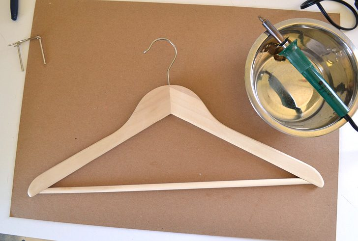 I need these! Fun hangers are easy and can make my closet look posh on a budget! Would be fun when giving clothes as a gift, too!
