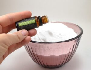 Love that clean smell but hate all of the chemicals? Make your own 2 ingredient carpet deodorizer. It's way lessexpensive than store bought with no harmful chemicals!