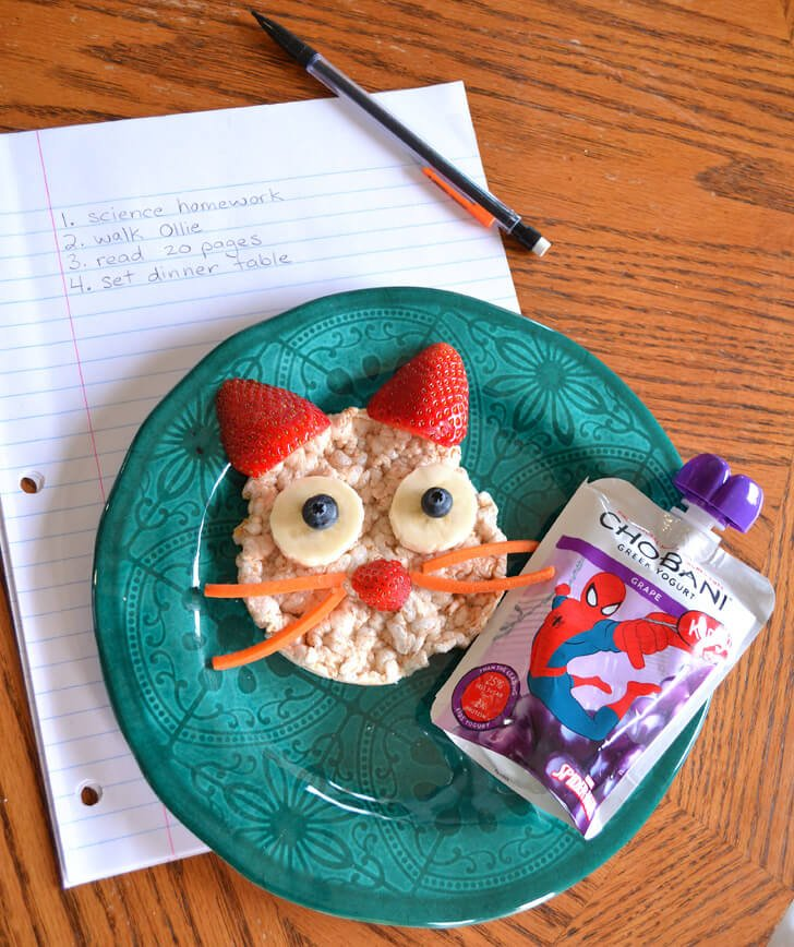 Make healthy snacks cute. It appeals to kids and is still great for them! This healthy kitty cat snack is adorbs!