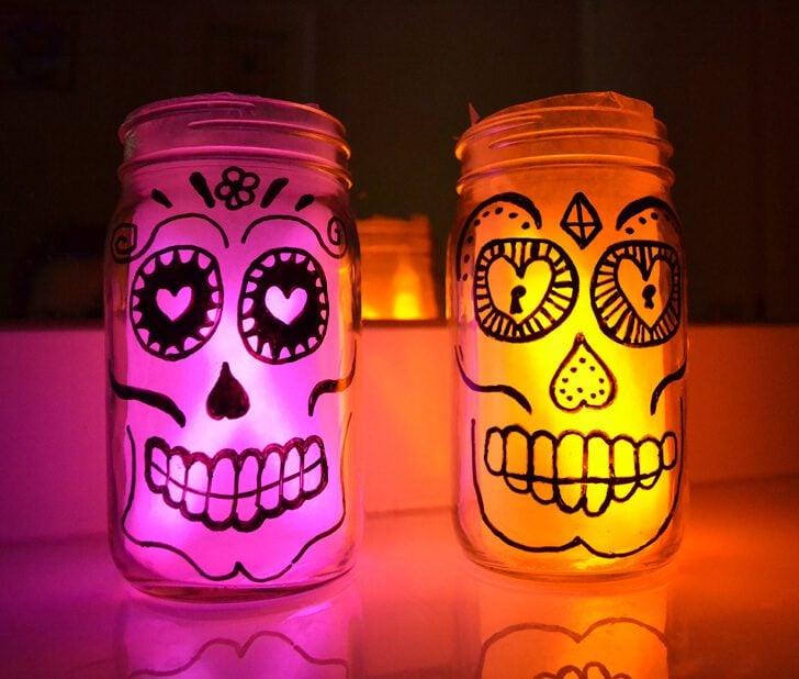 Goodness gracious these sugar skull mason jars are the cutest!