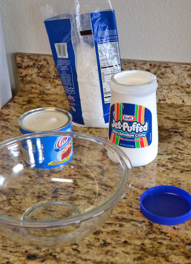How to make marshmallow fondant! It's super easy and tastes better than the commercially made stuff.