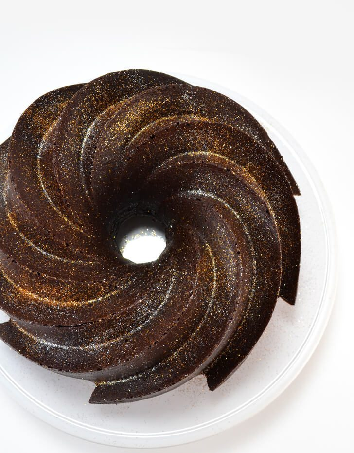 Ring in the new year with a gorgeous and simple dessert. Learn how to make an easy and beautiful cake with these no fail bundt cake tips!