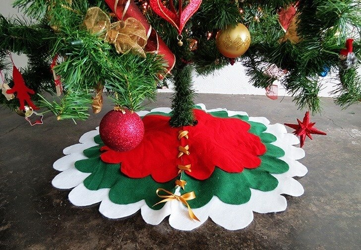 How to make a no-sew Christmas tree skirt - Dream a Little Bigger