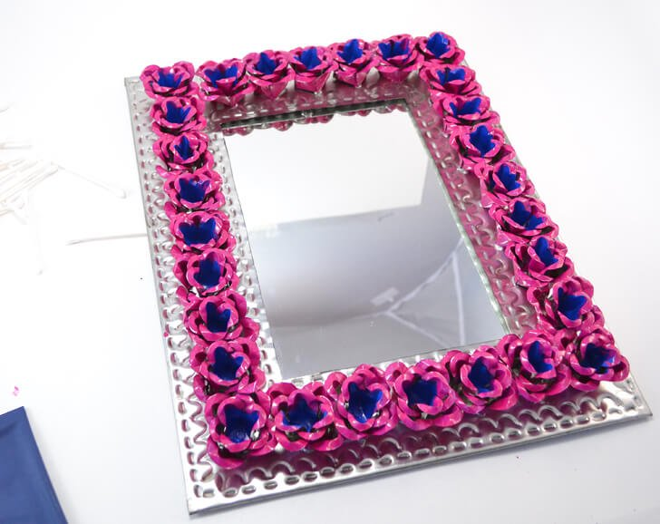 Learn how to paint metal. It's so easy when you have the right paint! Done beautifully on this pretty tin mirror!