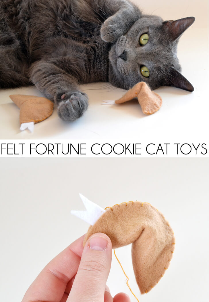 These felt fortune cookies are so cute and a snap to make. Felt crafts are so cheap to make, too! Going to have some happy kitties :)