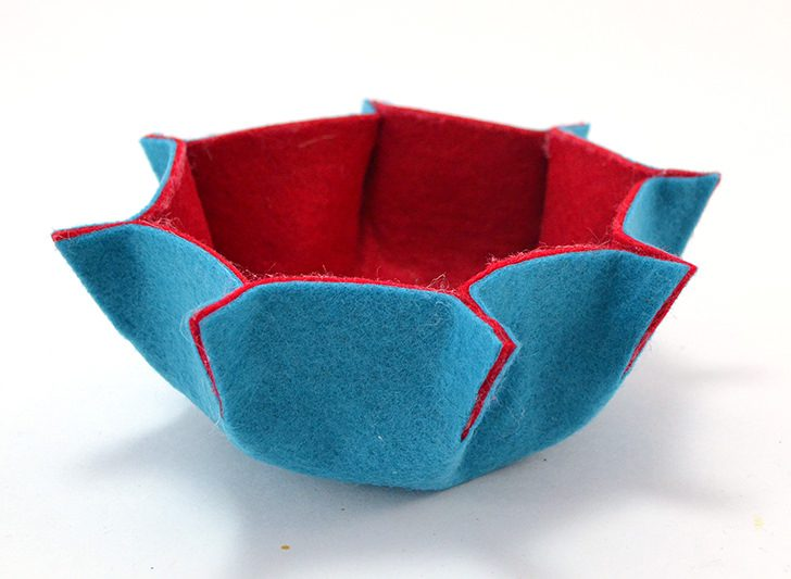 You can make these cute little felt flower bowls with just felt and glue!