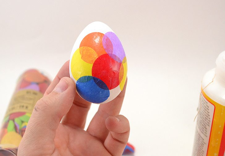I love how bright these colorful dots Easter eggs are. So simple to make myself, too!