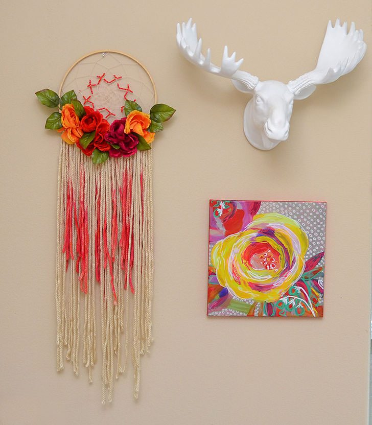 Don't you just love this Bohemian floral dreamcatcher?