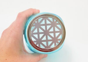 This baking soda air freshener is ridiculously easy to make PLUS learn how to make a mason jar diffuser in minutes!